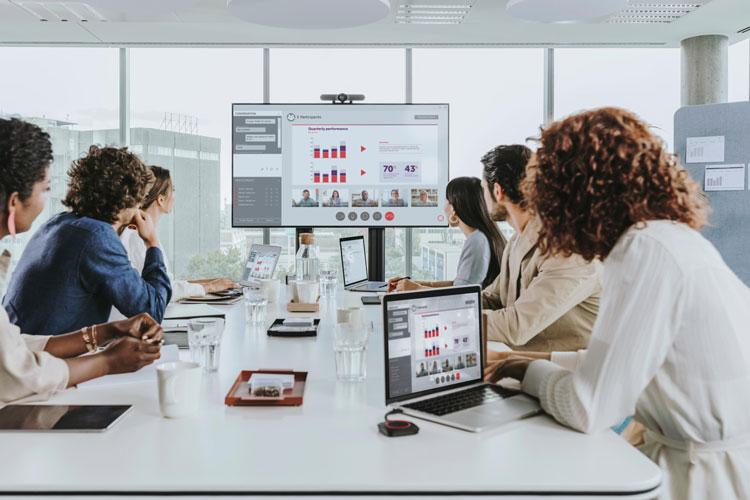 ClickShare C-10 bổ sung các tính năng tương tác cho BYOD đầy đủ, dễ dàng trình bày không cần wirless trong bất kỳ phòng họp nào từ trung bình đến lớn. Đây là trung tâm thuyết trình không dây giúp cho các cuộc họp hỗn hợp của bạn diễn ra chỉ trong một cú nhấp chuột.