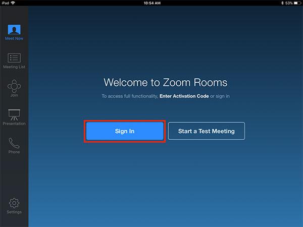 Trên Zoom Rooms Controller, nhấn vào Đăng nhập.